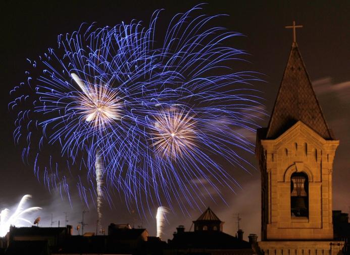 https://charlottecarrendar.files.wordpress.com/2013/06/d5d20-fireworkspamplona.jpg
