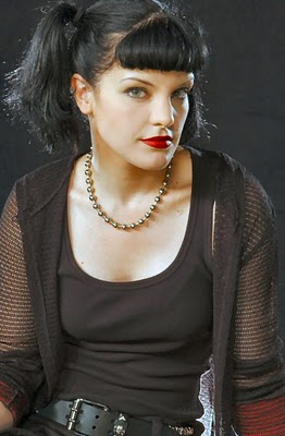 https://charlottecarrendar.files.wordpress.com/2014/01/488e2-pauley_perrette_04.jpg